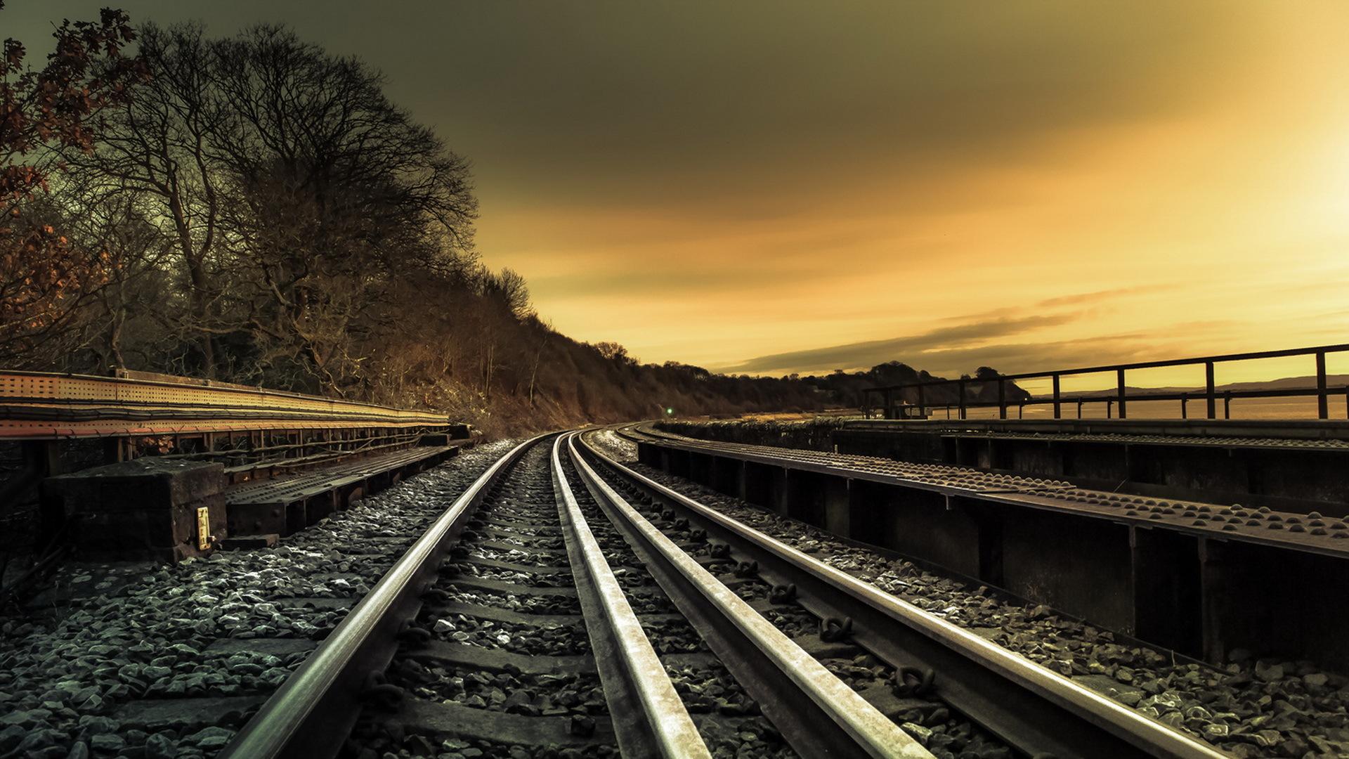 Железная дорога в закате
