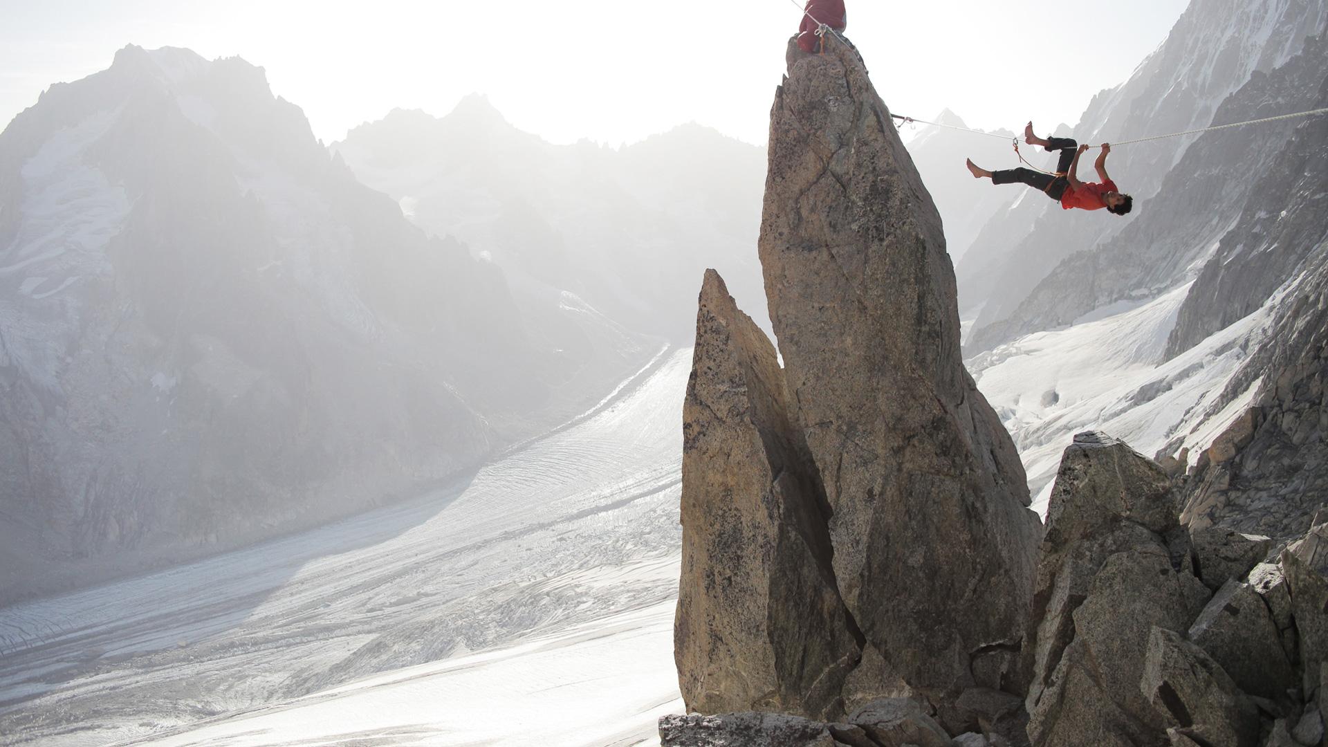 Канатоходец в горах