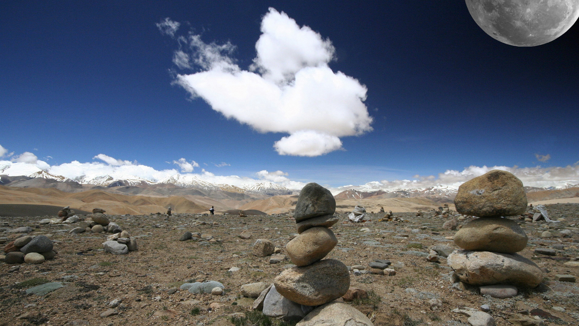 Луна над Тибетом