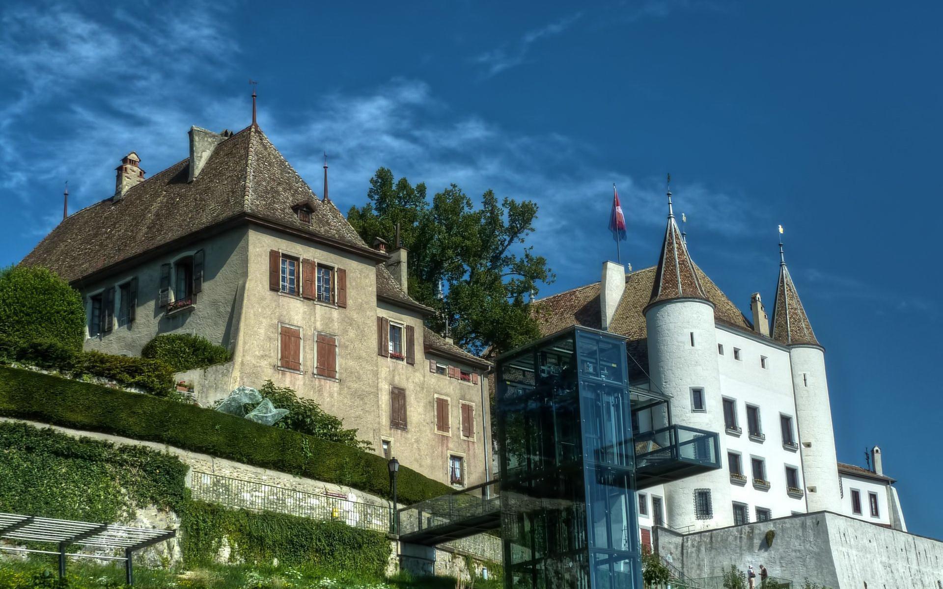 Загородный старинный замок