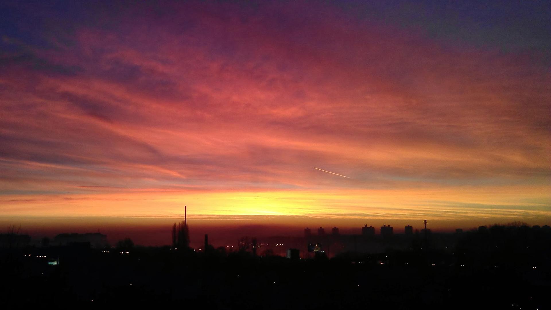 Город на фоне заката