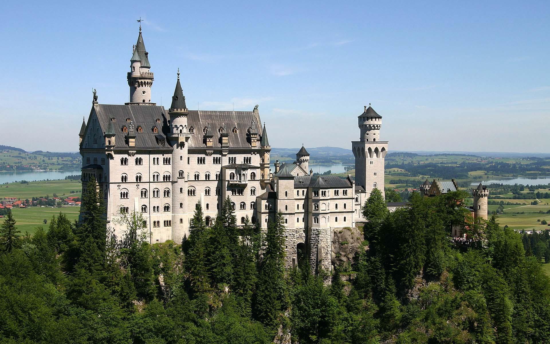 Прекрасный готический замок
