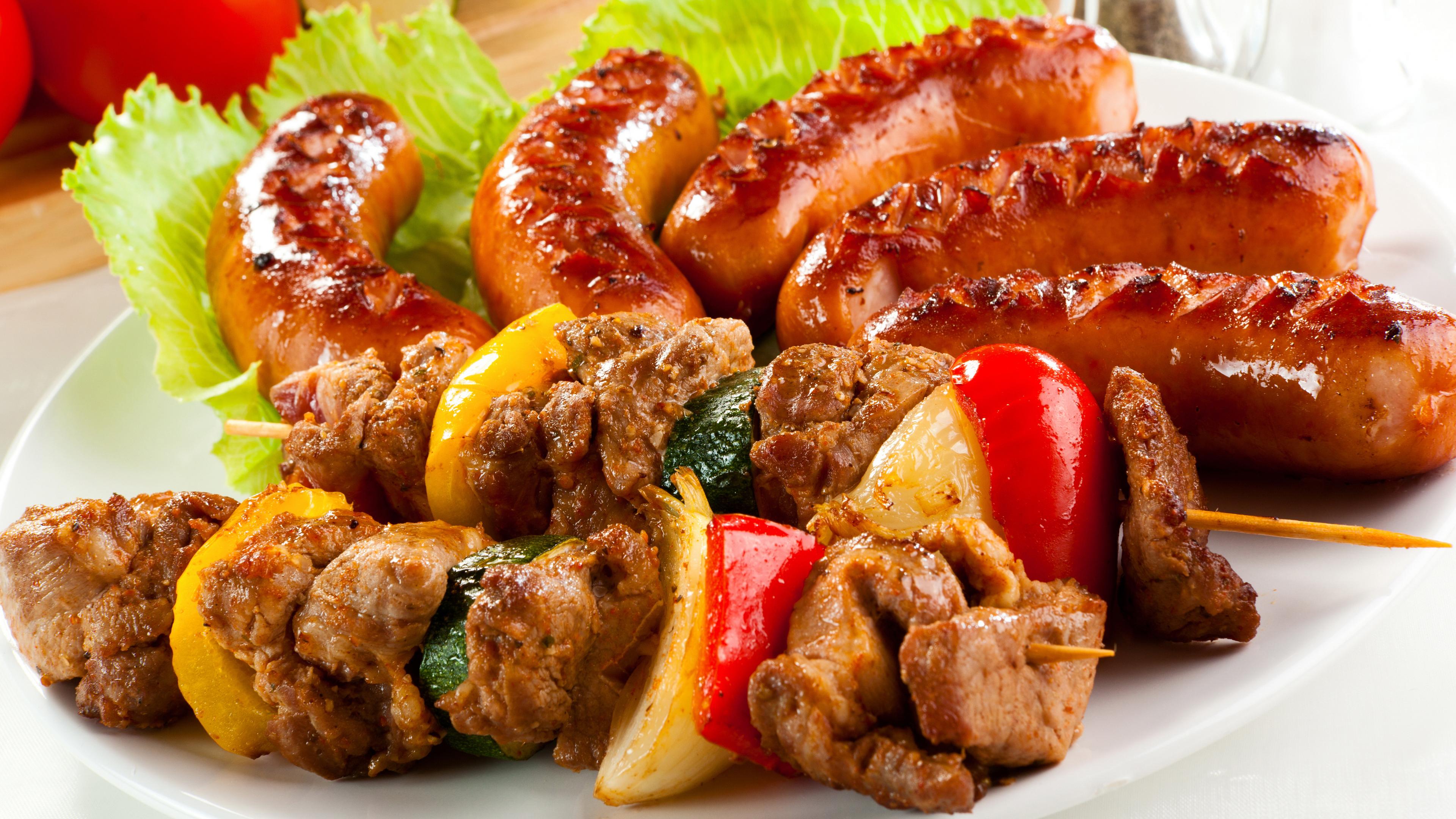 Шашлык из свинины и колбаски