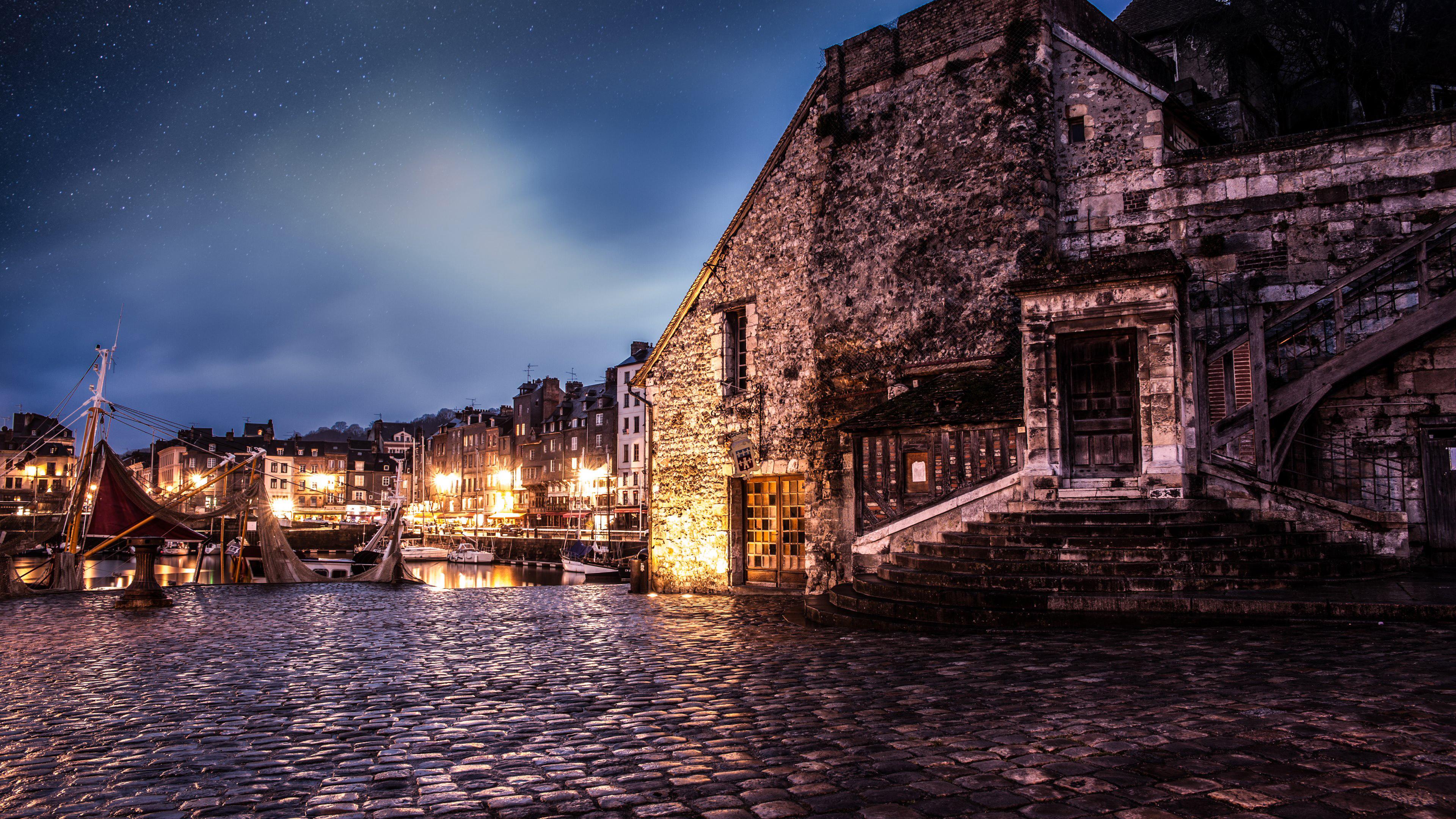 Старинный город