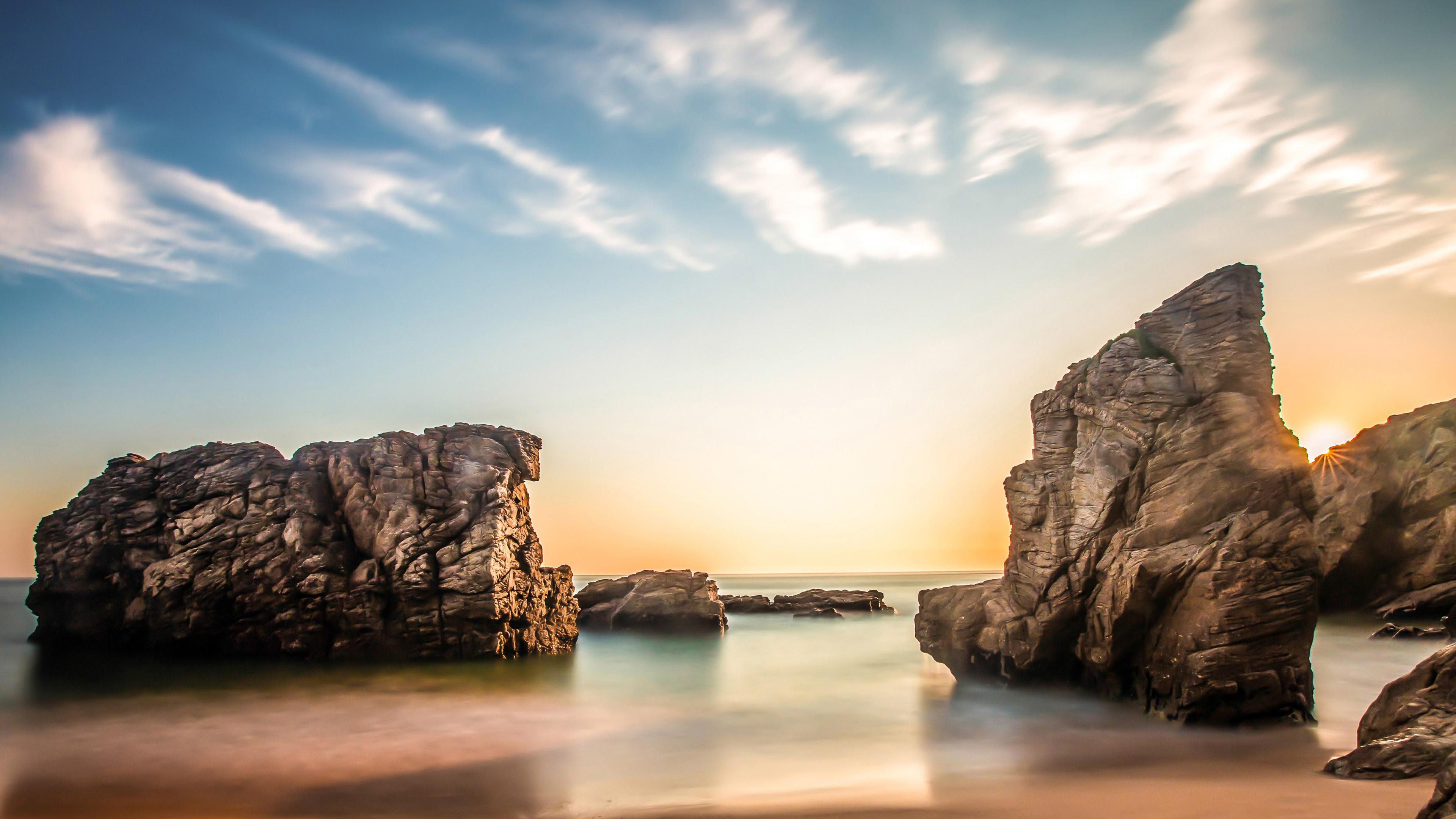 Скалы в океане