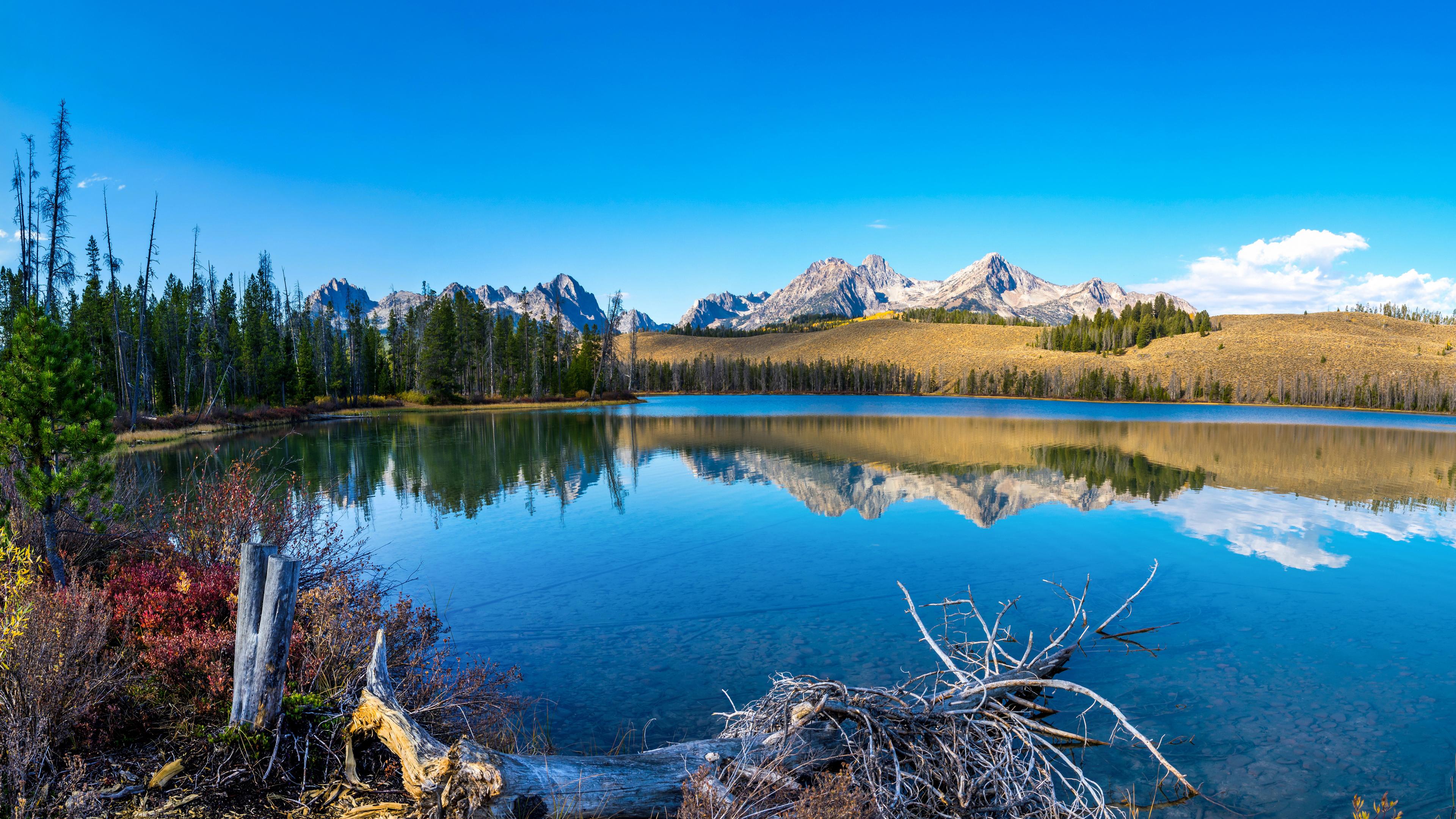 Горные вершины и озеро