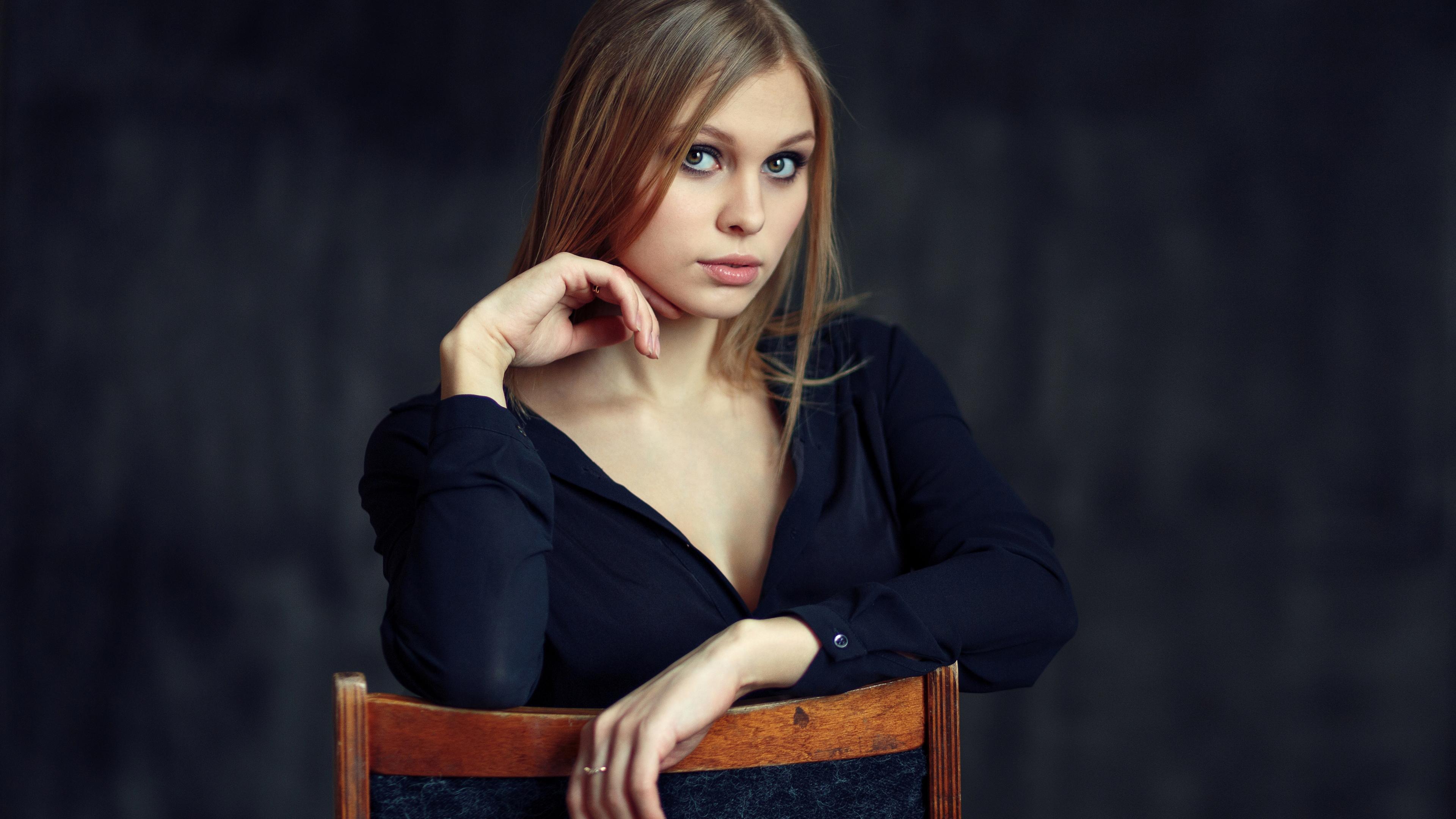 Русоволосая девушка