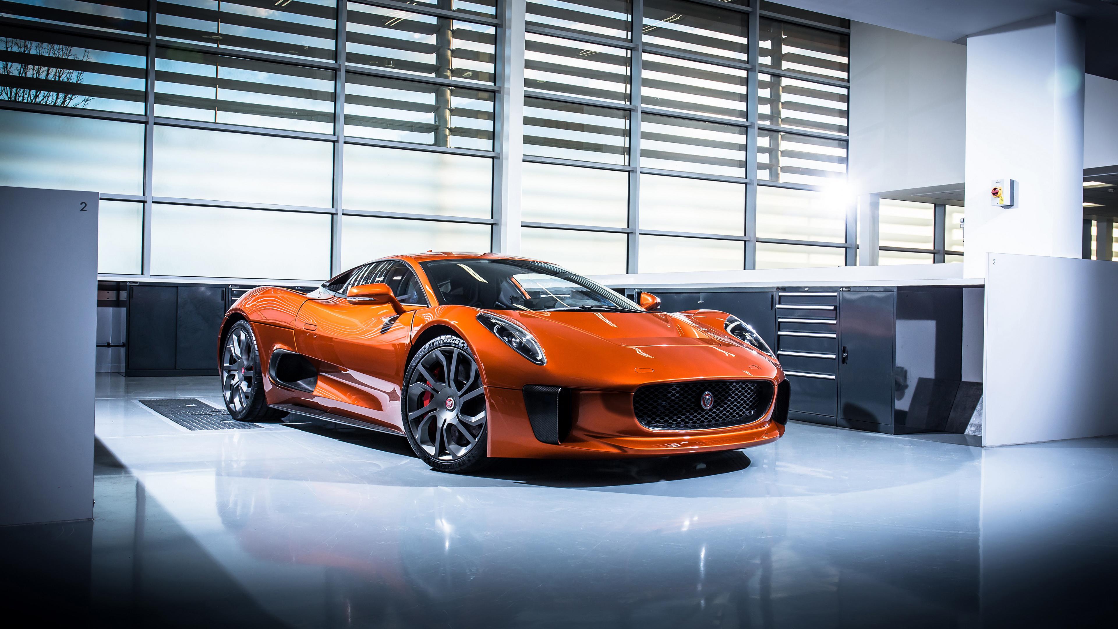 Автомобиль оранжевый