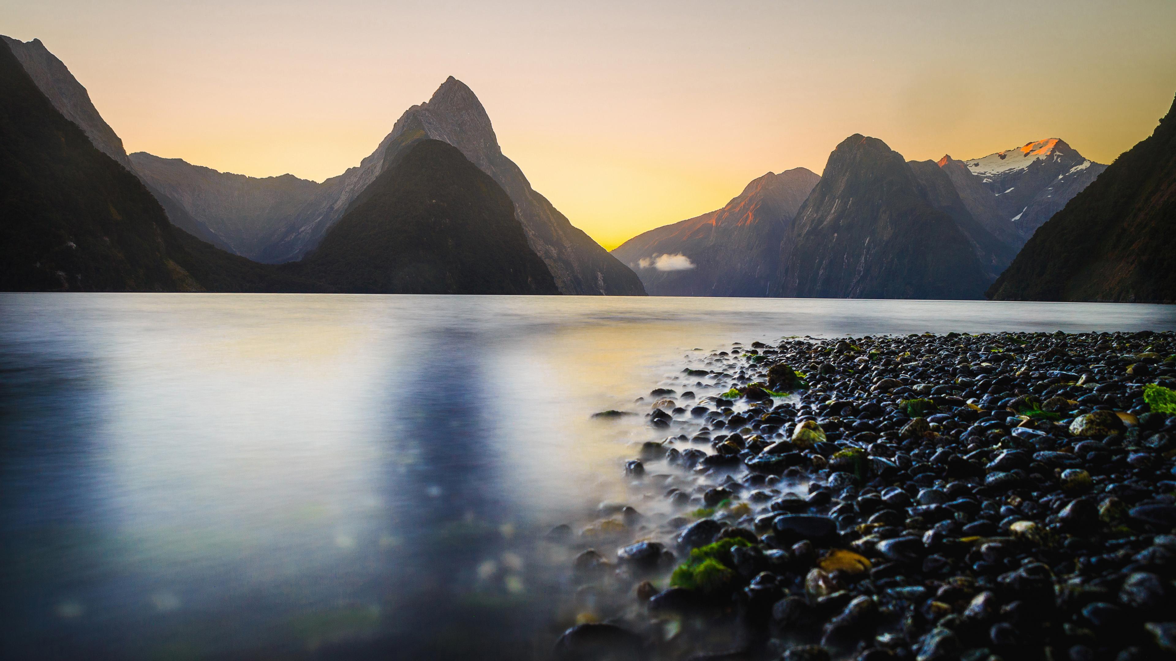 Горные вершины и море