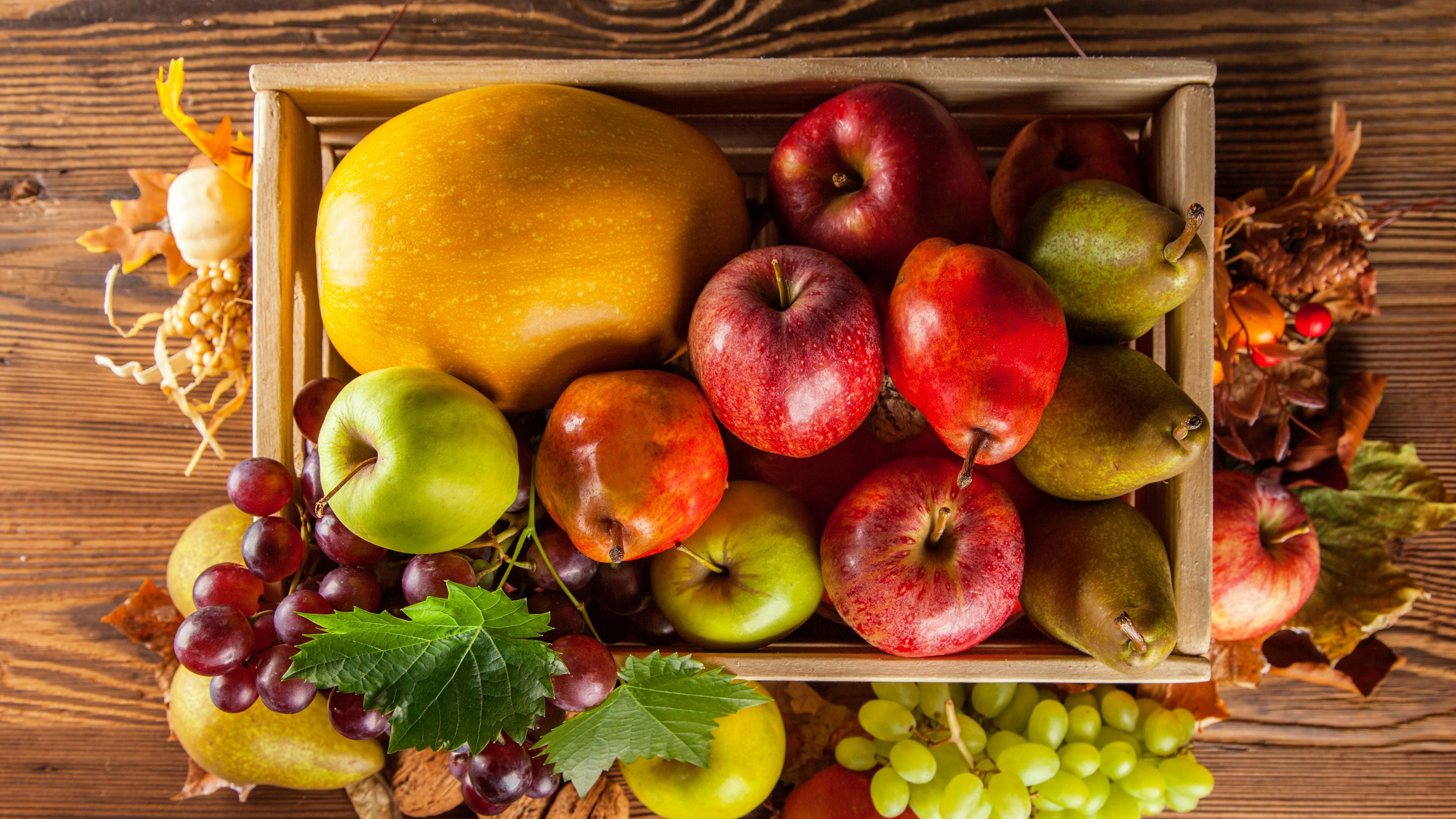 Осенний урожай фруктов