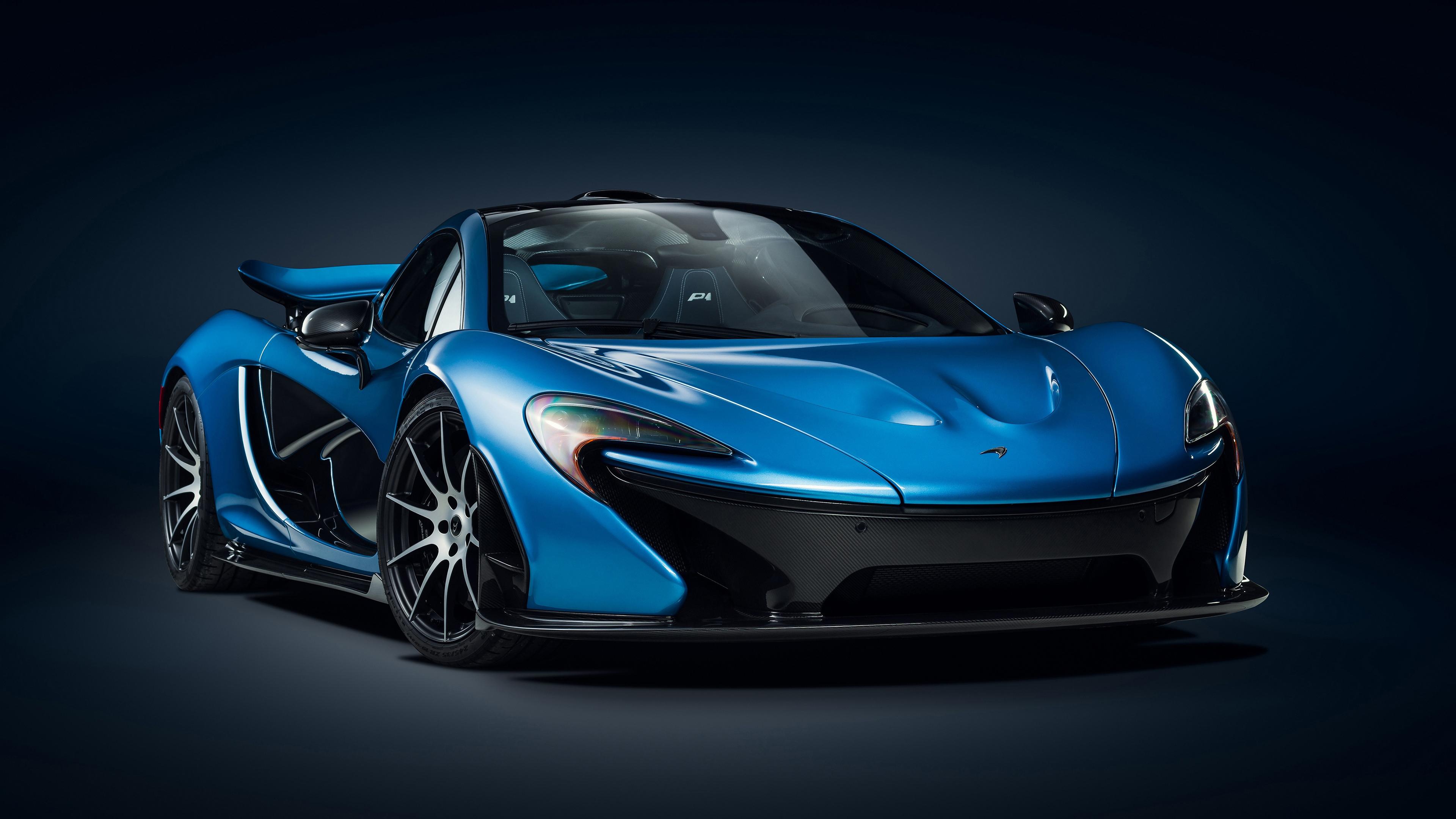 Синий автомобиль спортивный с открытым верхом