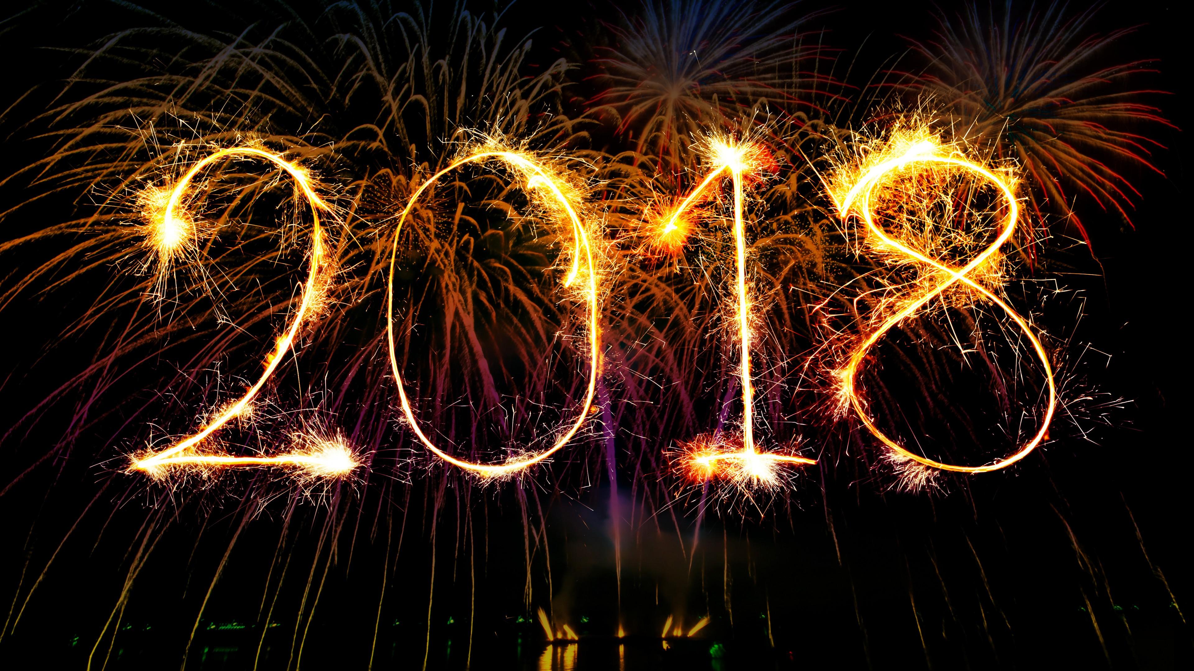 Новогодние яркие салюты в 2018 году