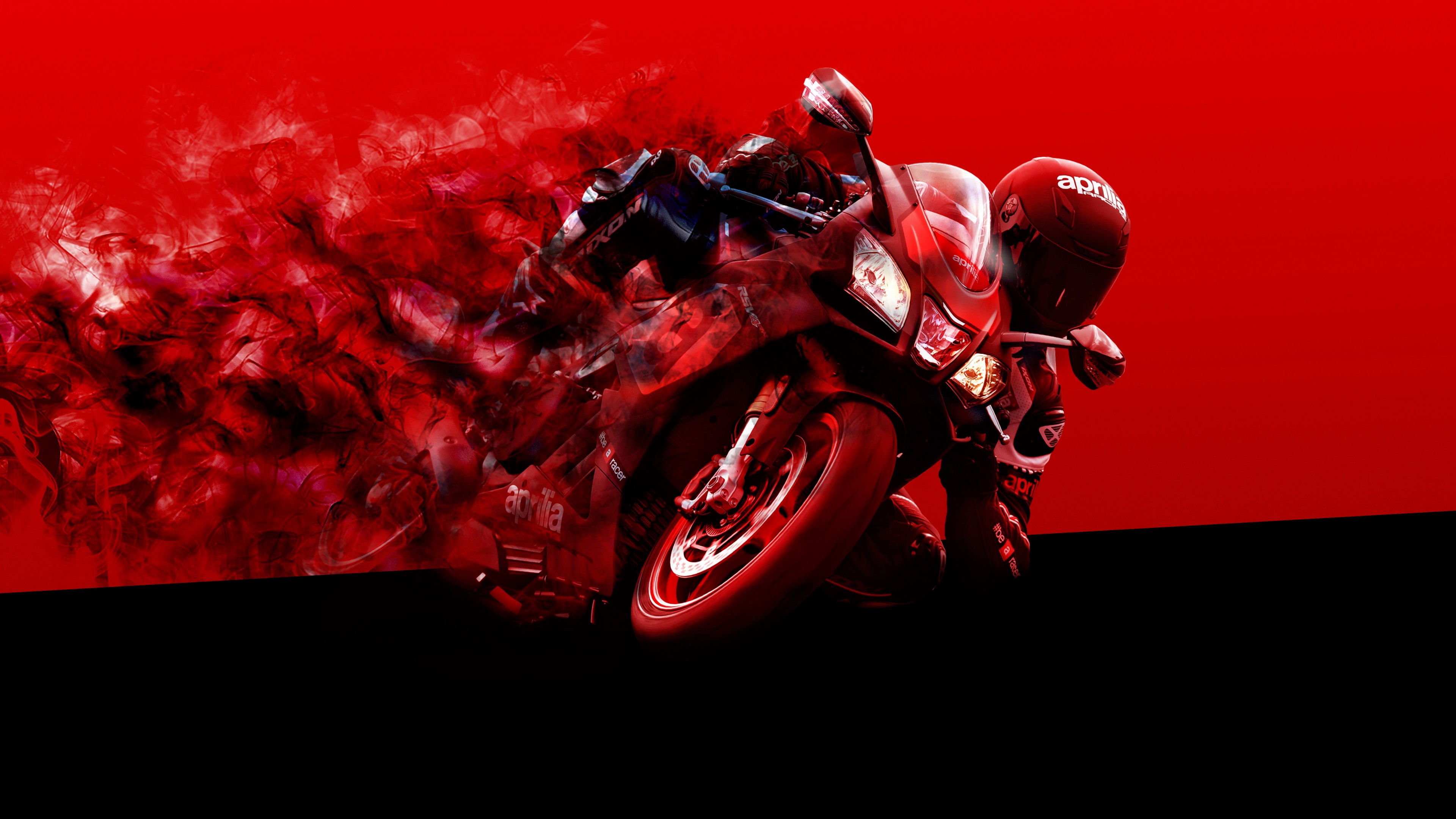 Мотокросс на красном мотоцикле