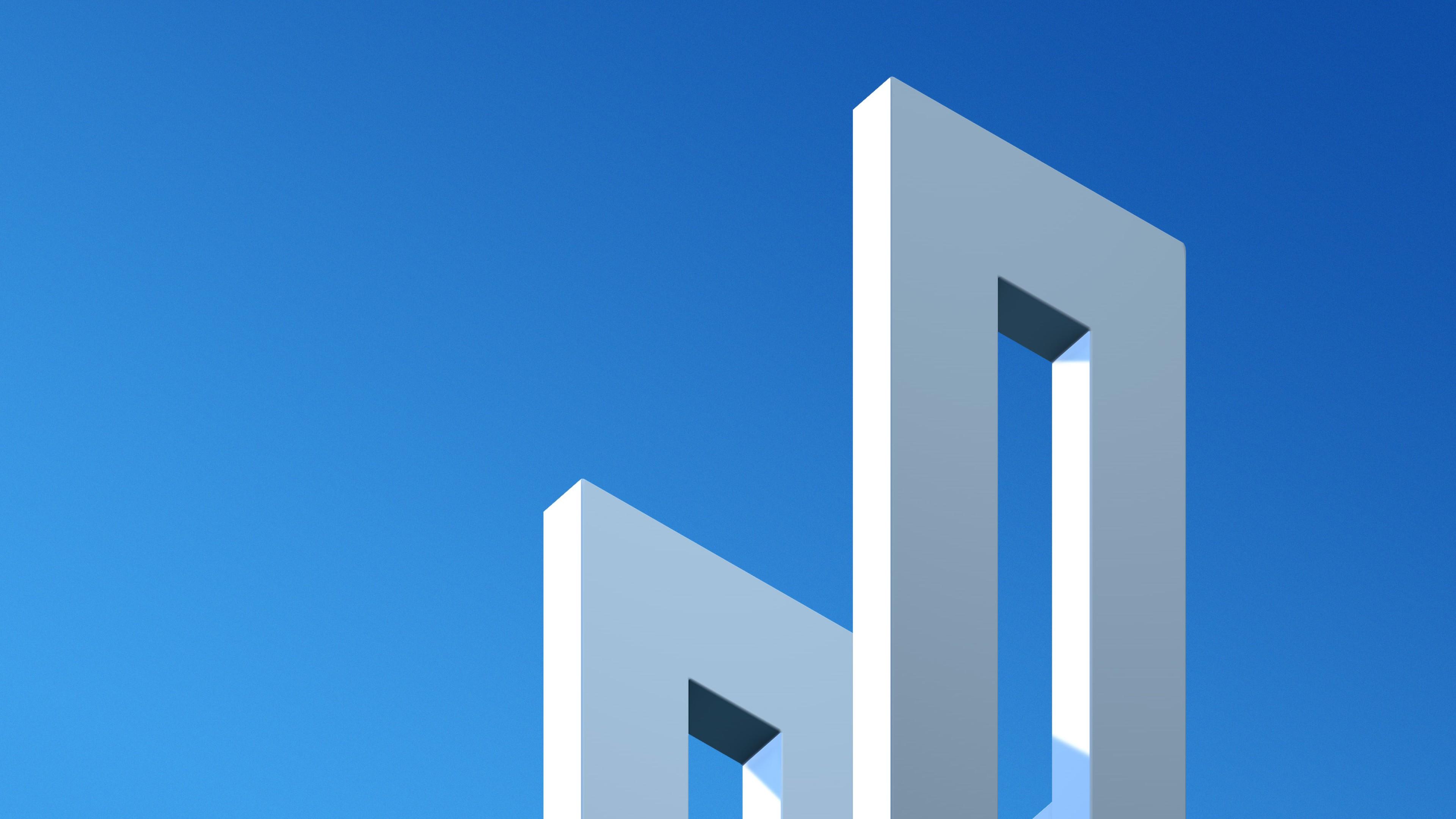 Прямоугольные грани на фоне ярко-синего неба