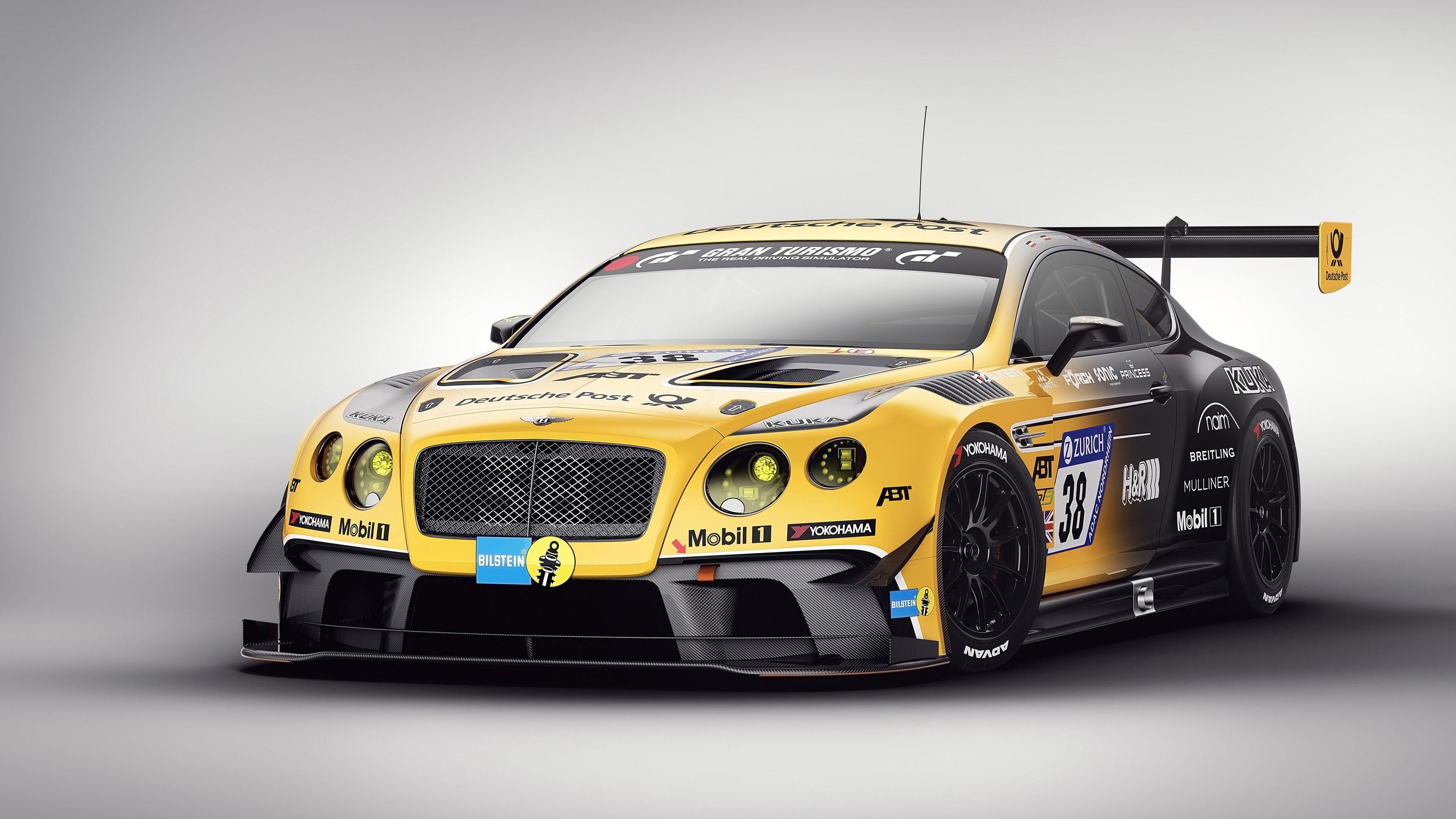 Желтый спортивный автомобиль с номером 38