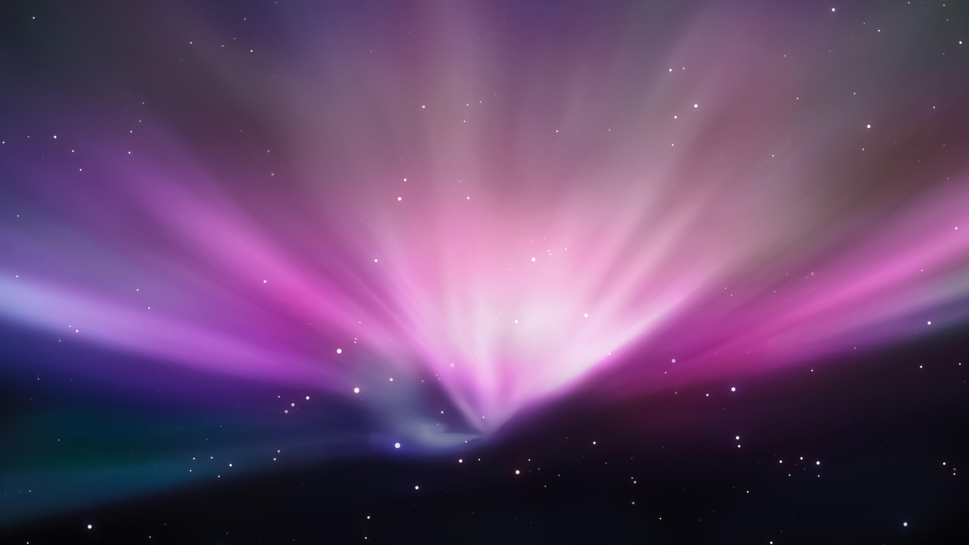 Розово-фиолетовое космическое сияние с метеорным светящимся потоком
