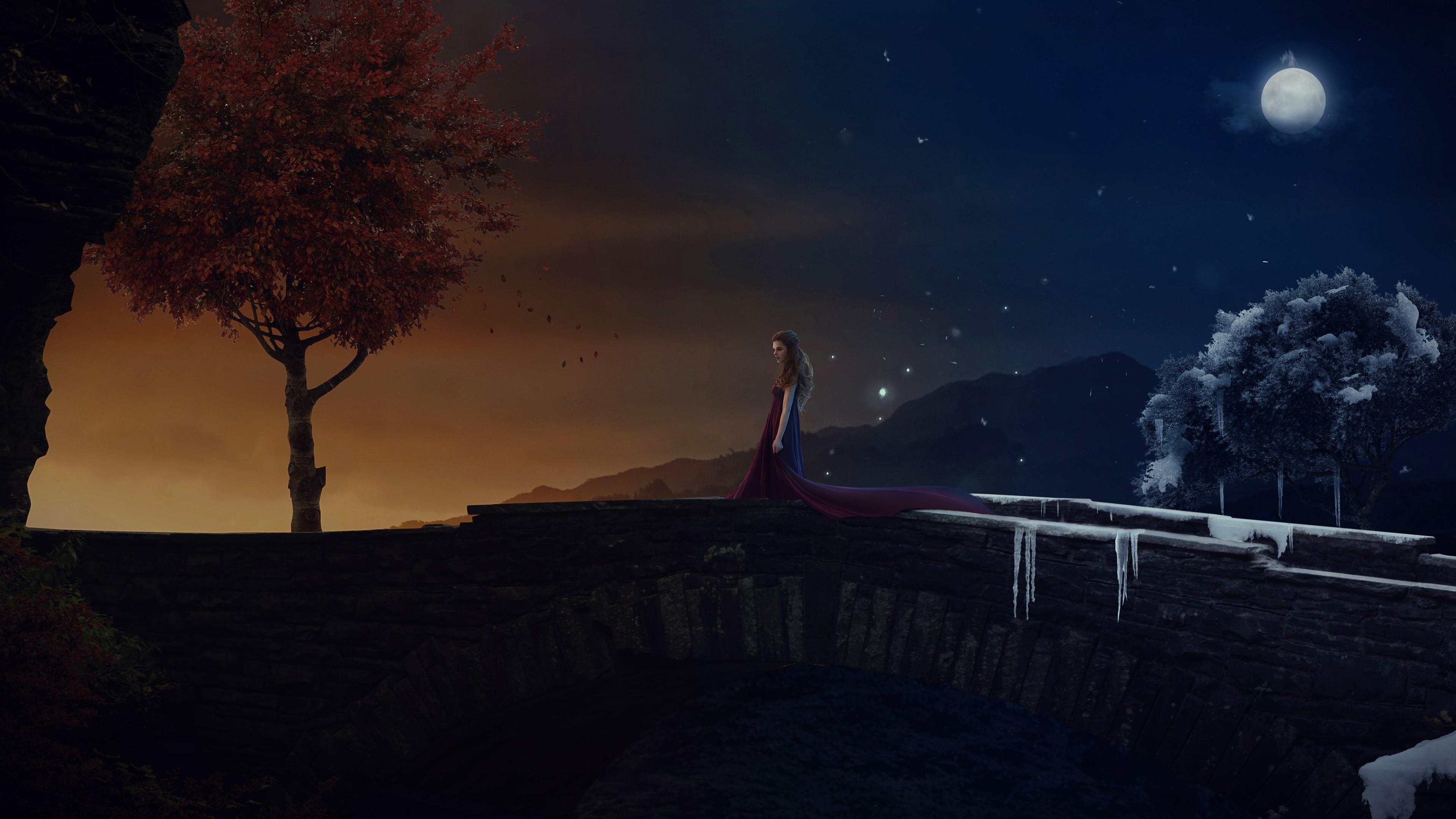 Яркие звезды и луна в ночном небе освещают путь одинокой девушке