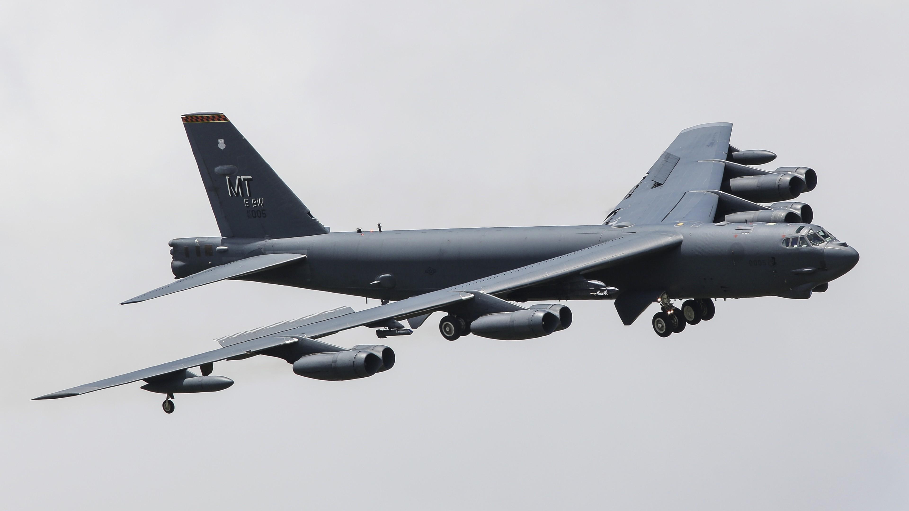 Боевой,стратегический самолет-бомбардировщик