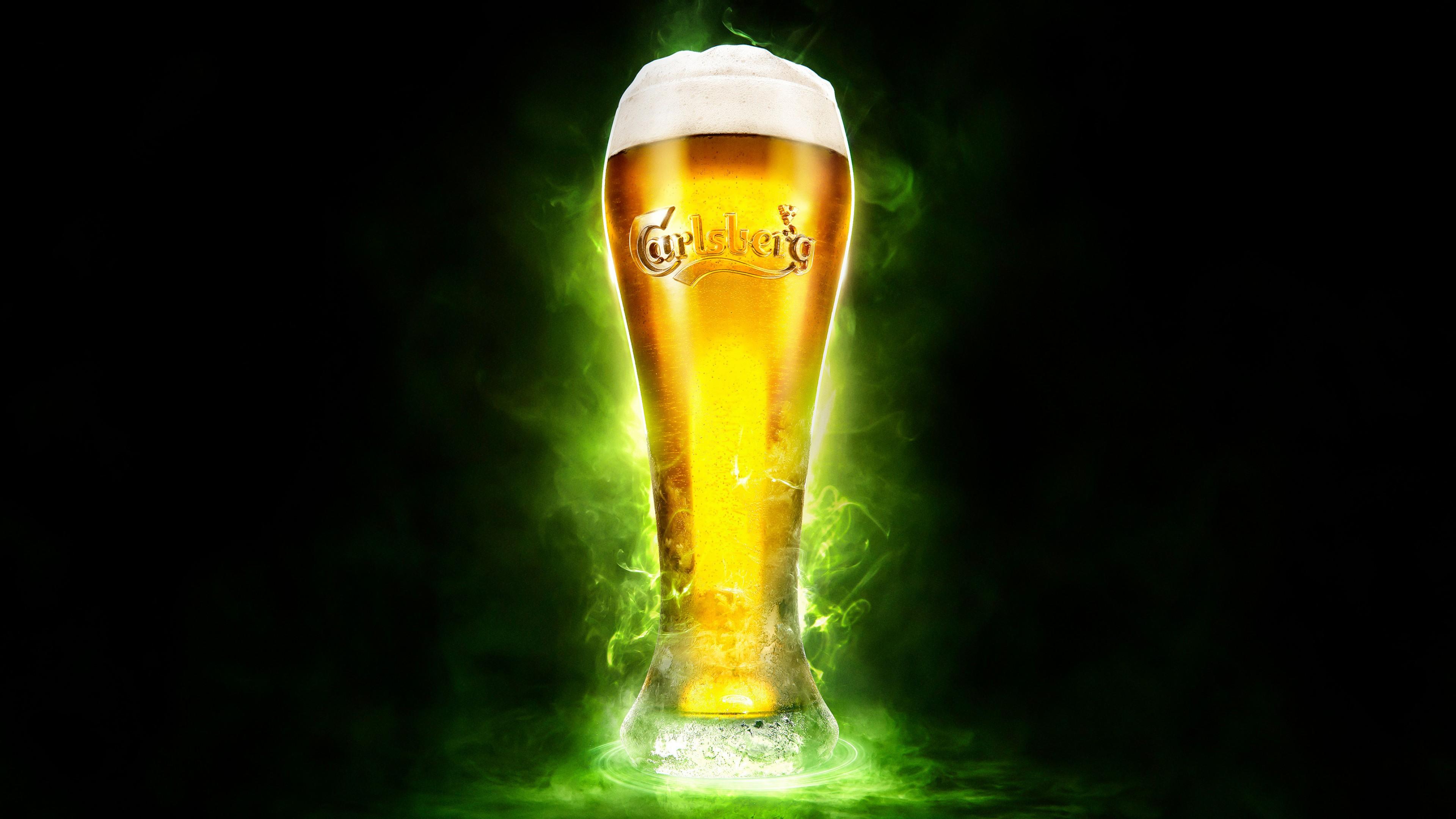 Реклама пива светлого,безалкогольного в высоком бокале с пышной пеной
