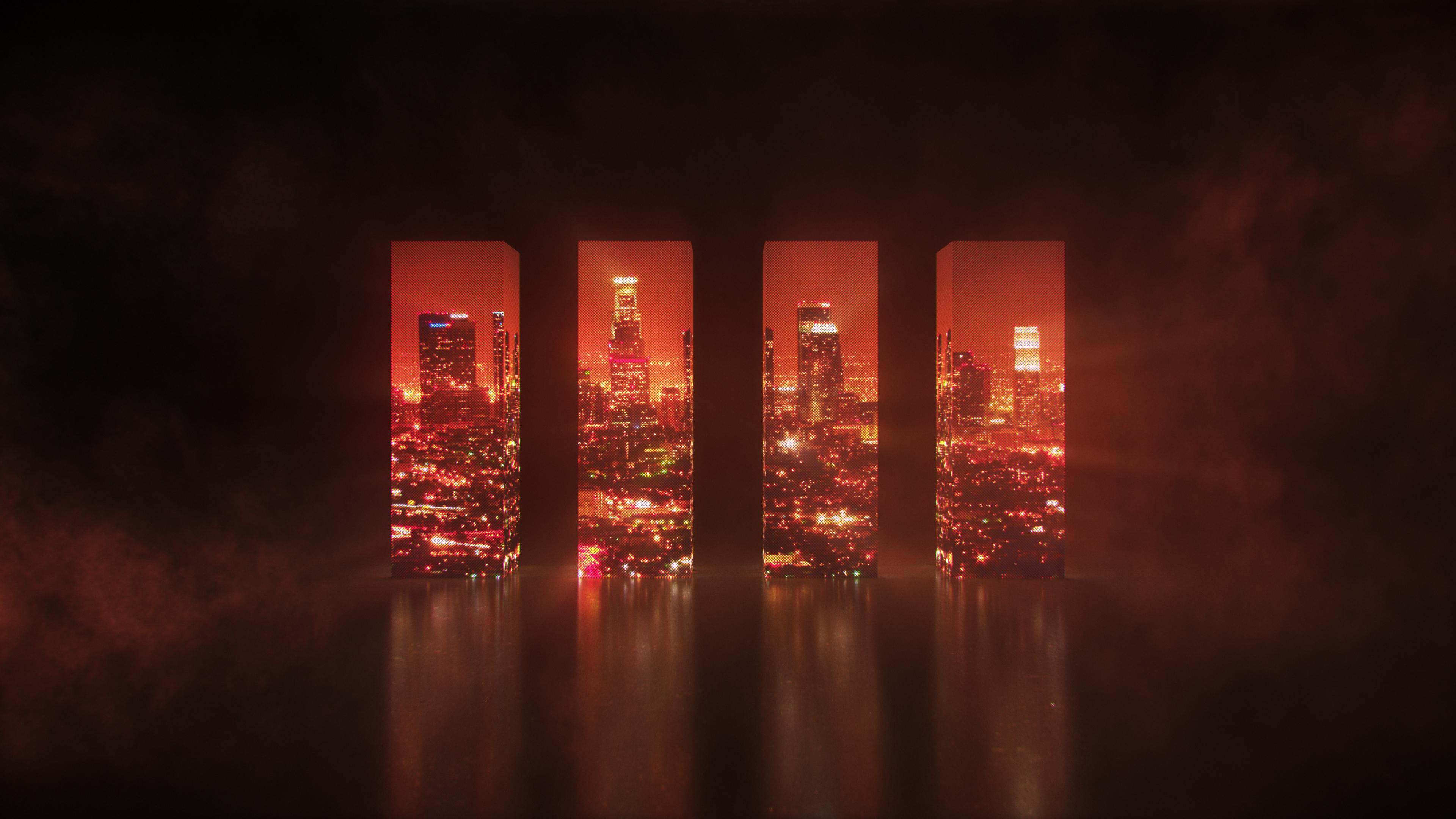 Оригинальность городского пейзажа с архитектурным комплексом зданий в красных лучах заката