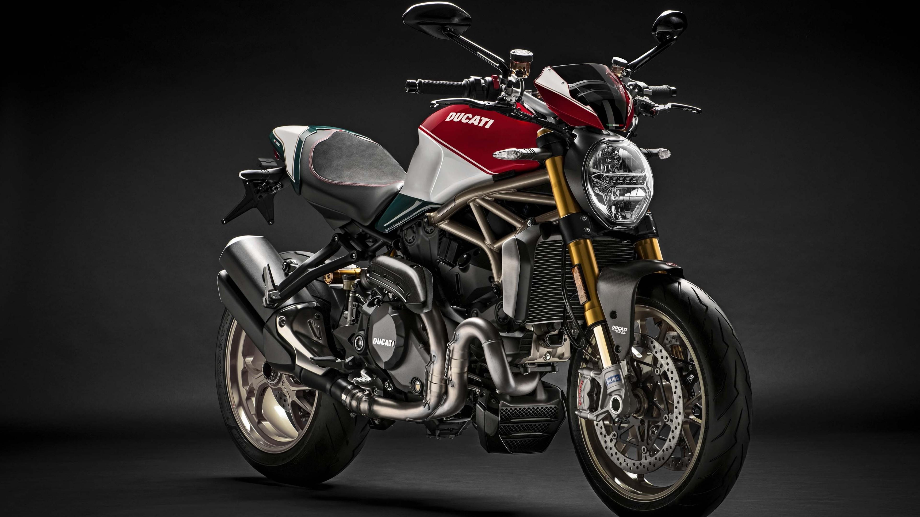 Дизайн спортивного мотоцикла с логотипом