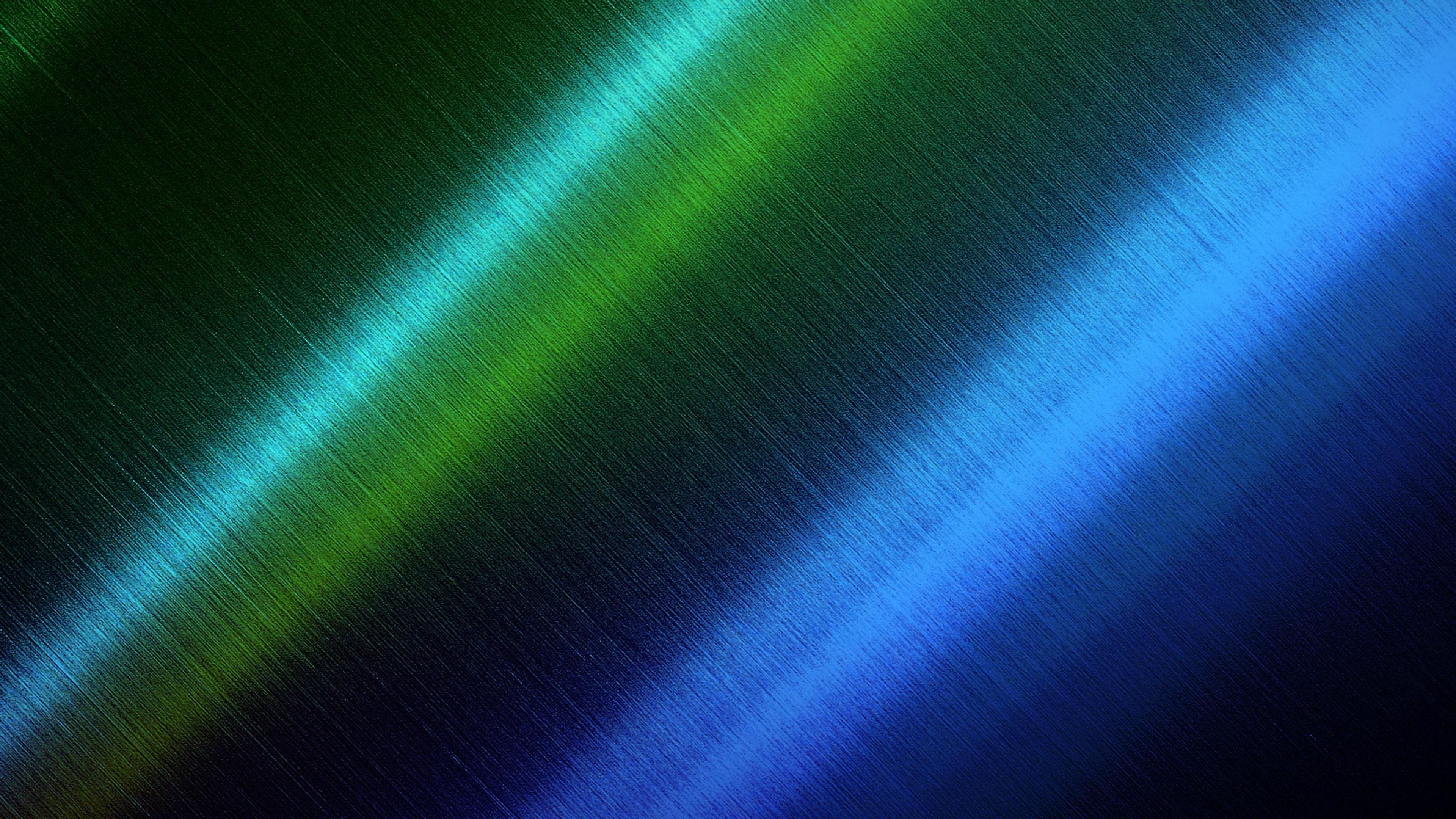 Свечение голубовато-синих и зеленых полос на черном фоне