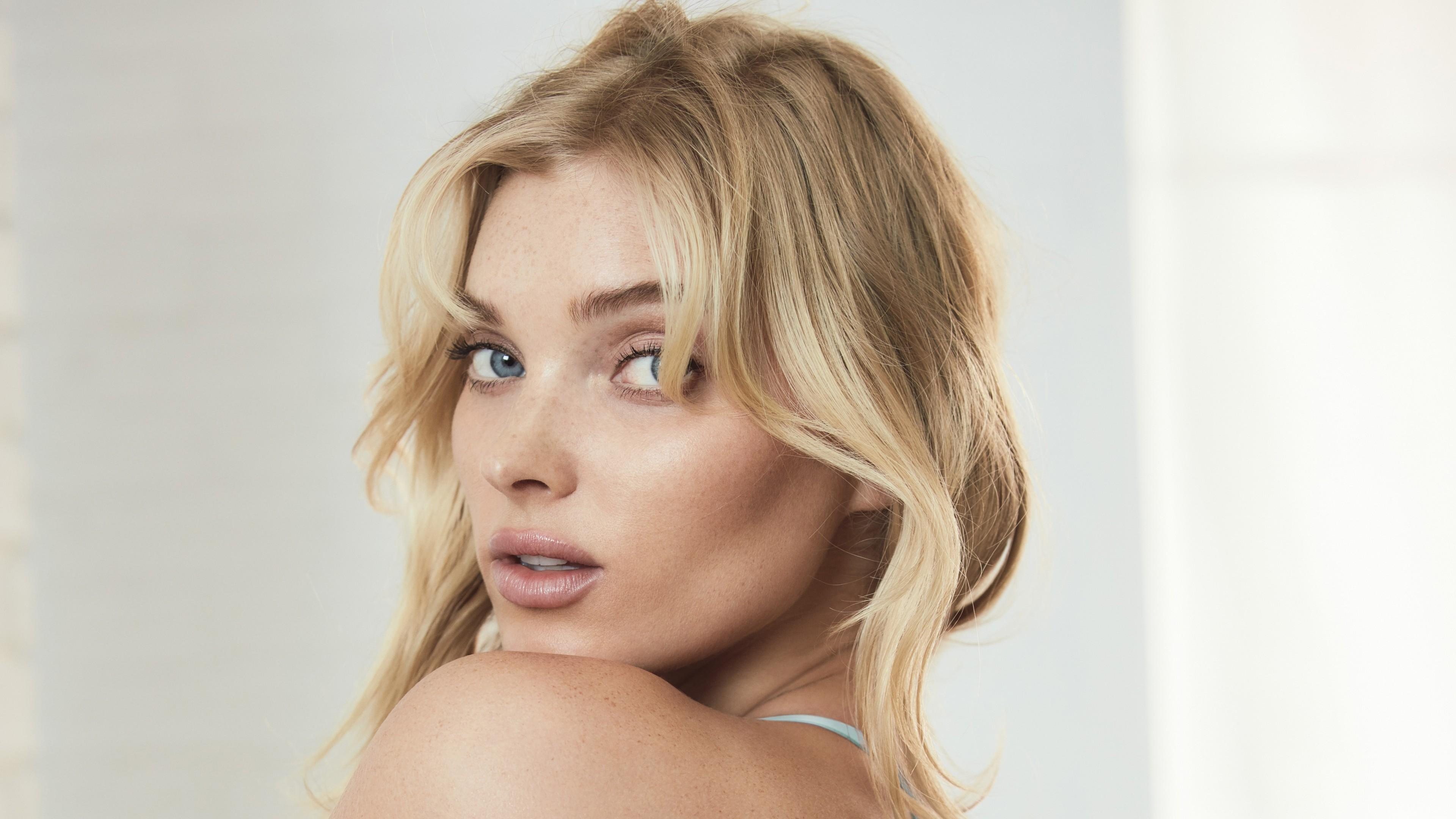 Блондинка с загадочным взглядом голубых глаз