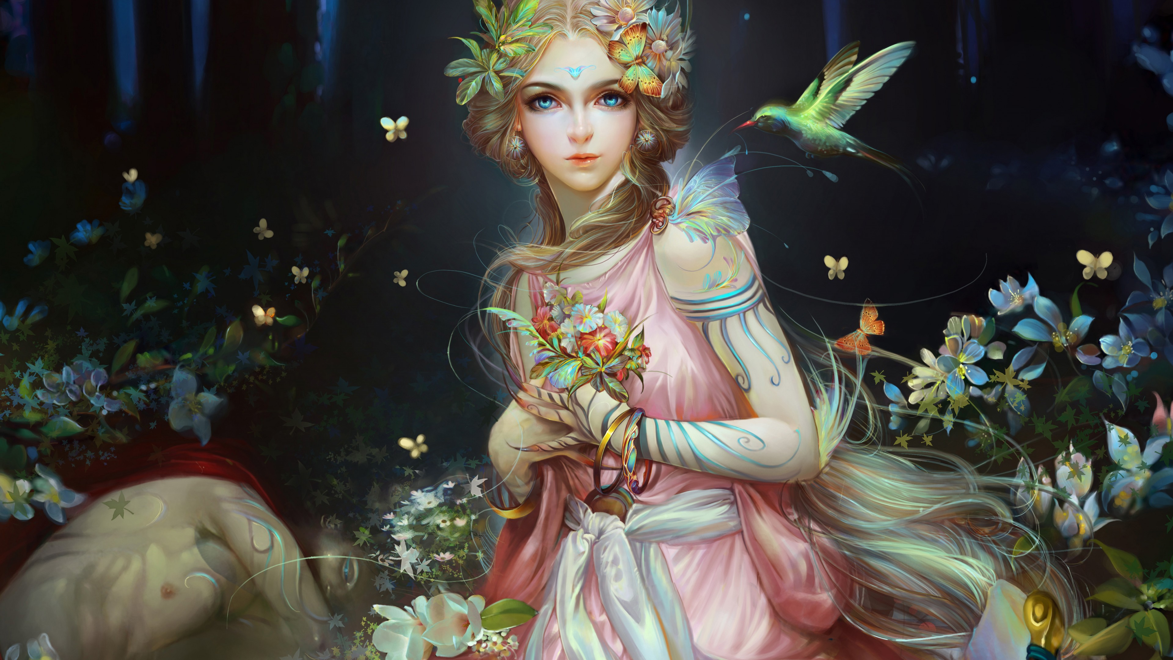 Девушка-фея с голубыми глазами в волшебном сказочном лесу