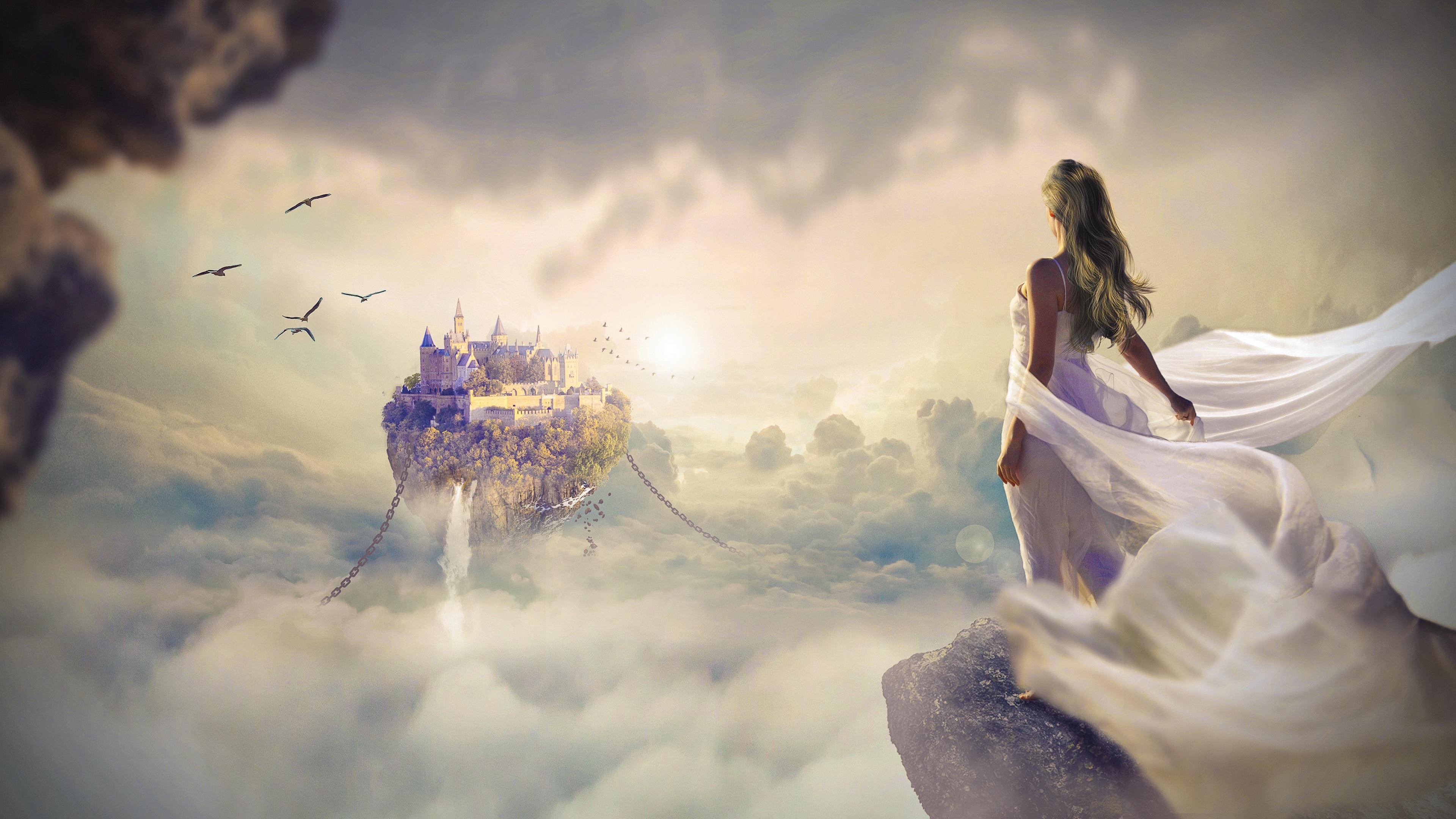 Фантастически сказочный дворец в штурмующем море и девушка на краю обрыва