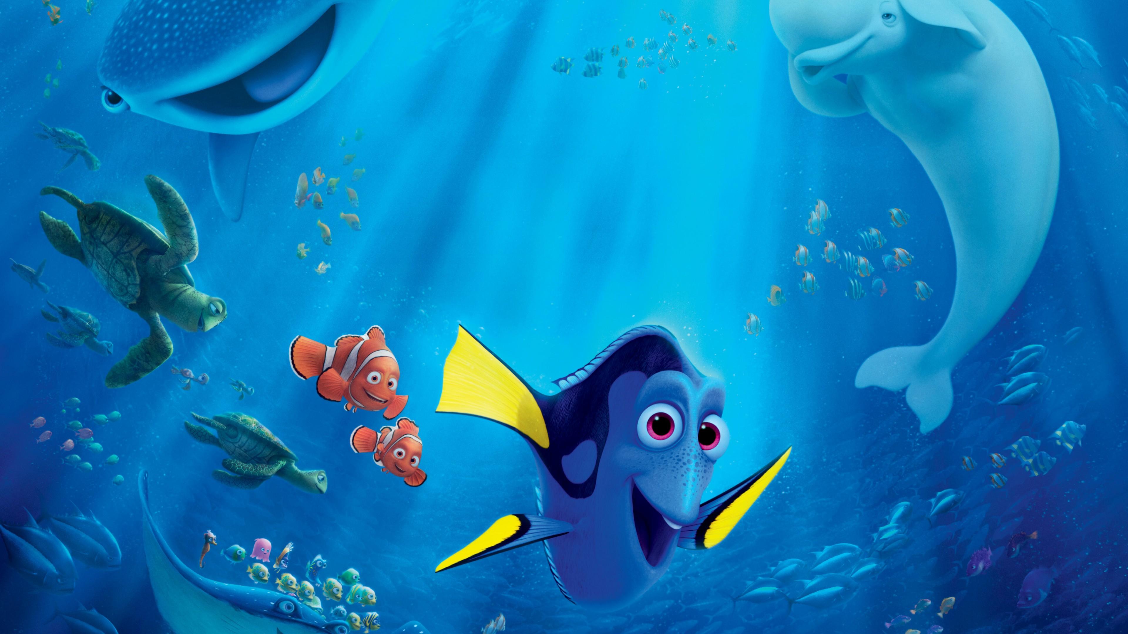 Синяя рыбка с желтыми плавниками  в морских глубинах с черепахами,дельфинами
