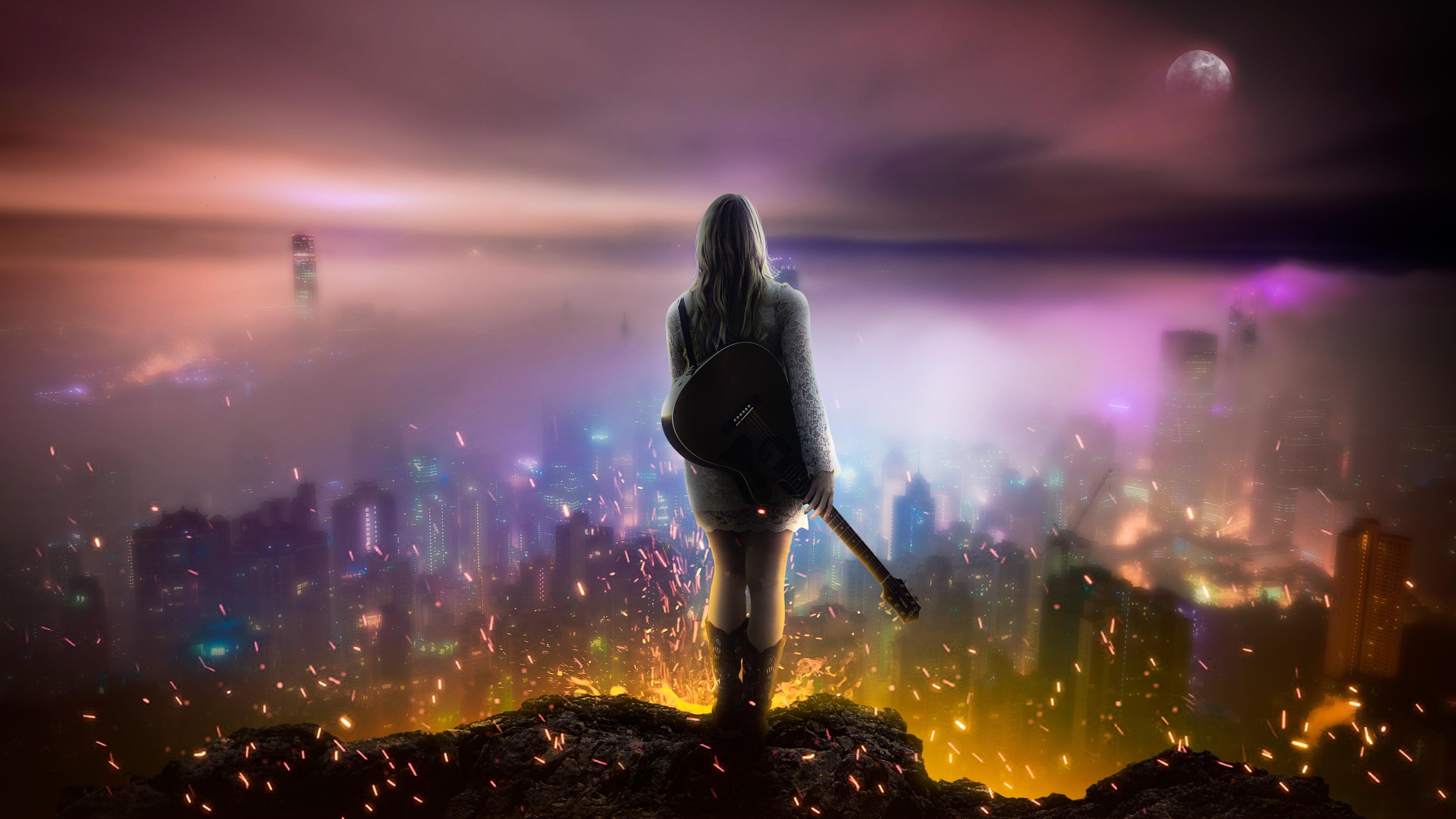 Профиль девушки с гитарой в лунном свете и искрах пламени