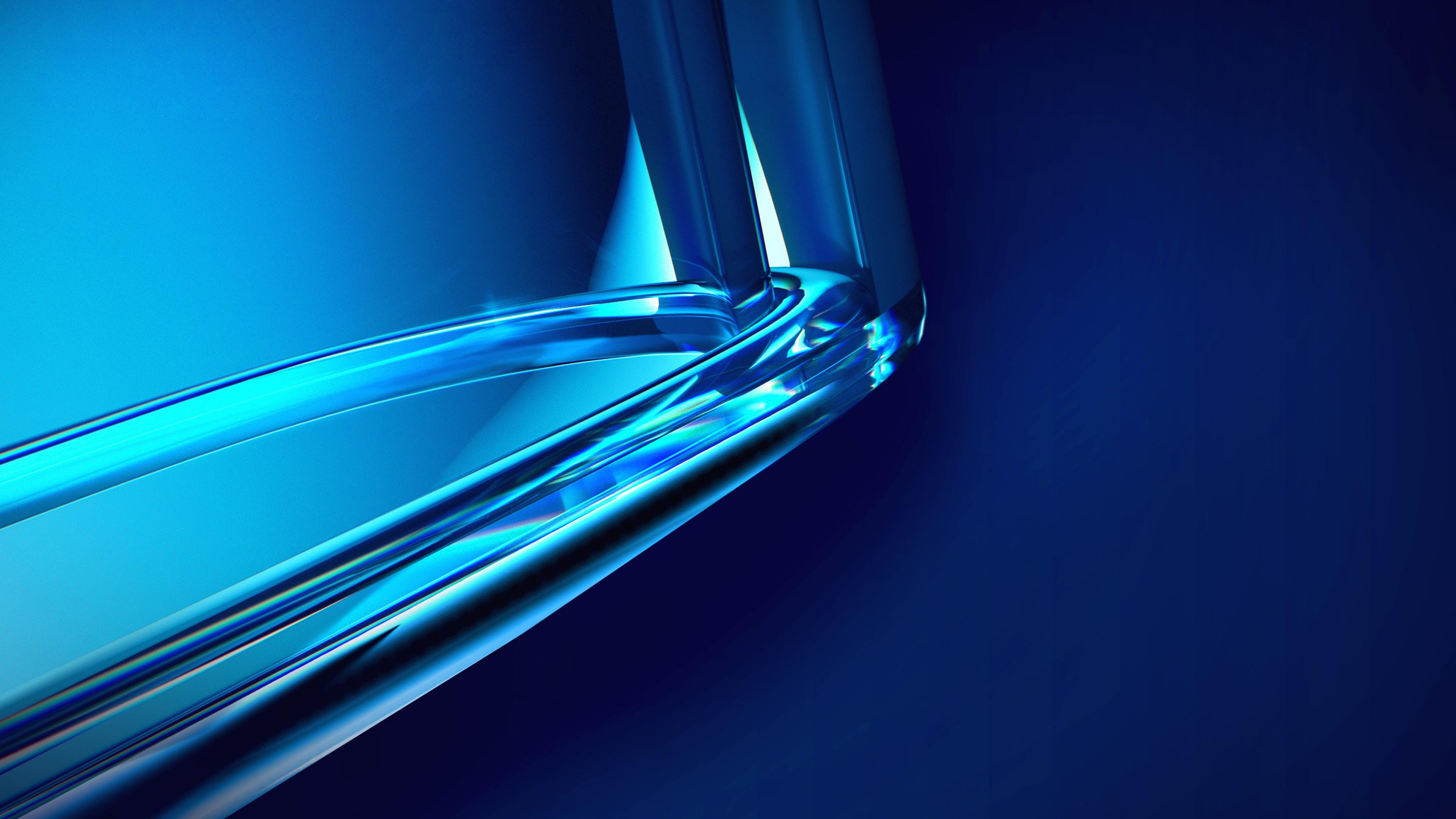 Геометрическая фигура овал сине-голубого с переливами цвета