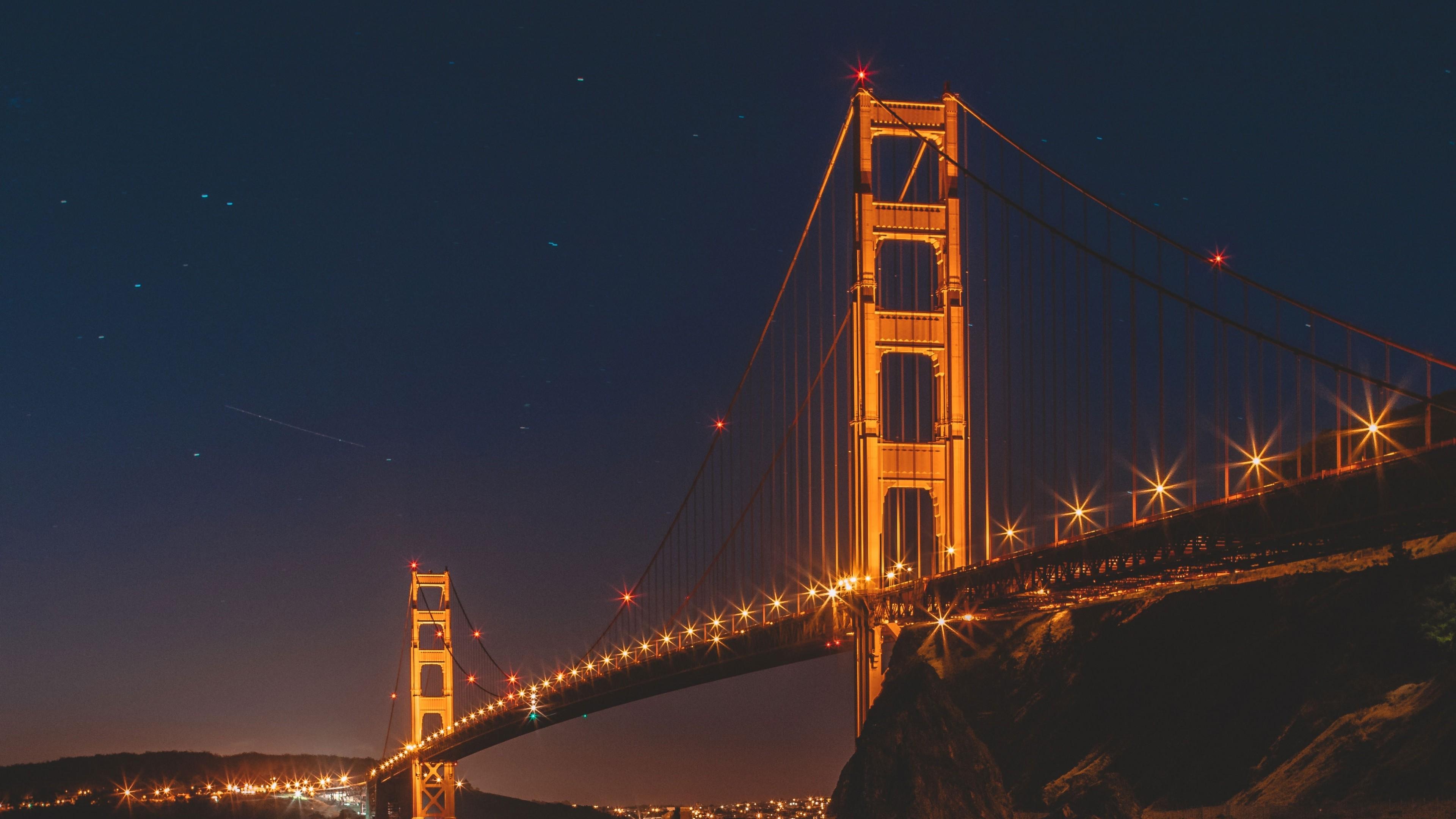 Мост Золотые ворота в огнях ночного звездного неба